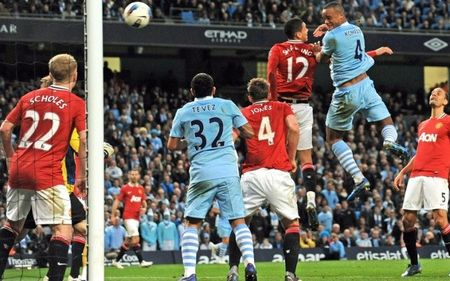 10 tran derby Manchester dang nho nhat ky nguyen Premier League - Anh 8