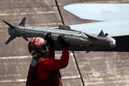 Uy luc ten lua AIM-9X vua ban ha may bay Nga - Anh 7