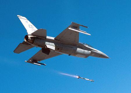 Uy luc ten lua AIM-9X vua ban ha may bay Nga - Anh 9