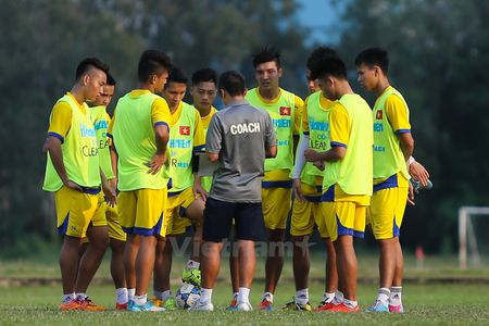 HLV U21 Viet Nam: Toi nghe noi Hoang Anh Gia Lai khong biet phong ngu - Anh 2