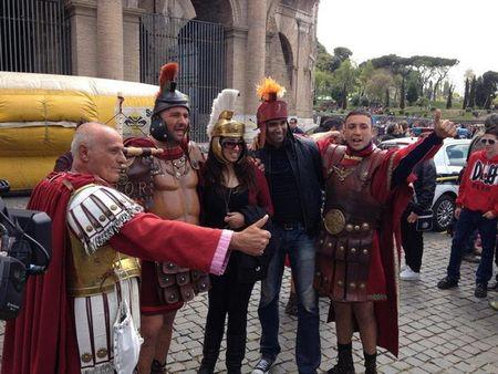 """Rome cam """"vo si giac dau"""" thu tien chup anh cua du khach - Anh 1"""