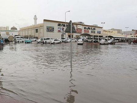 Chi trong vai gio, Qatar hung chiu luong mua bang mot nam - Anh 1