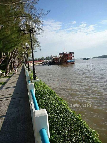 Lan man tren ben Ninh Kieu ngay dong - Anh 1