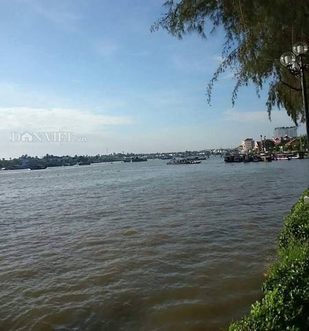 Lan man tren ben Ninh Kieu ngay dong - Anh 2