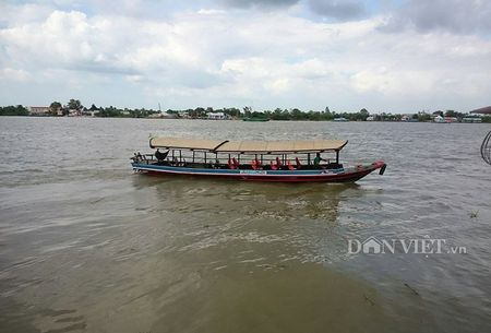 Lan man tren ben Ninh Kieu ngay dong - Anh 3