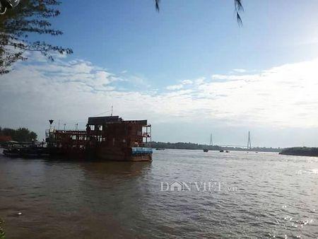 Lan man tren ben Ninh Kieu ngay dong - Anh 4