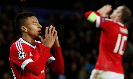 Hang cong 'hoa go', Man United mua day buoc minh - Anh 8