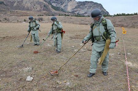 "Me man trang bi ""khung"" ra pha bom cua Cong binh Nga - Anh 4"