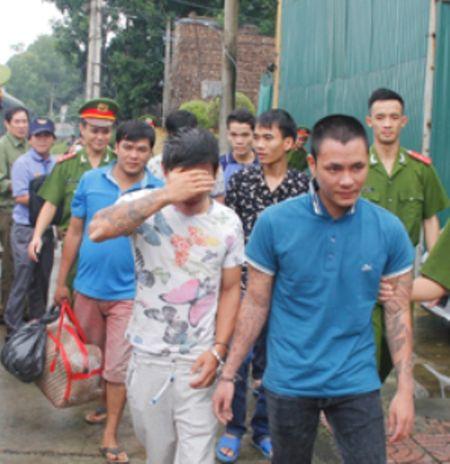 Thanh Hoa: Bat 6 doi tuong bi truy na lan tron phia Nam - Anh 1