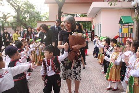Pho Tong thong Bulgaria tham Truong mam non Viet - Bun - Anh 5