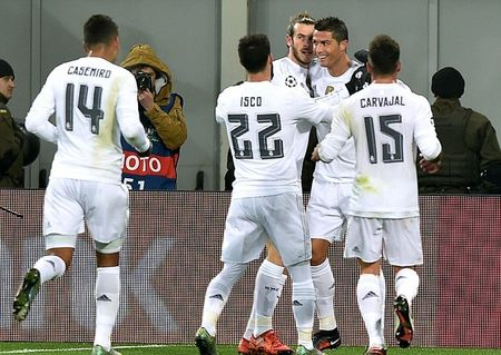 "Ronaldo toa sang, Real Madrid van ""hut chet"" tren dat Ukraine - Anh 1"