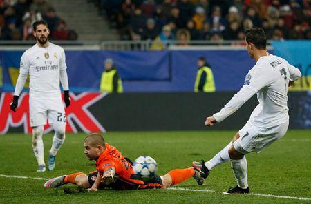 "Ronaldo toa sang, Real Madrid van ""hut chet"" tren dat Ukraine - Anh 3"