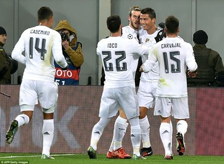 Vuot am anh sieu kinh dien, Ronaldo lap cu dup - Anh 1