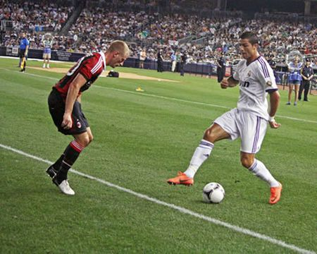 Ronaldo tro thanh ga he khi thuc hien dong tac dao chan - Anh 1