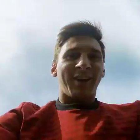 Nga mu khi Messi sut bong trung may quay tu qua nua san - Anh 1