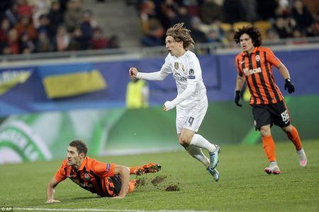 Ibrahimovic dua PSG vao vong hai, Ronaldo dau tim voi Real - Anh 5