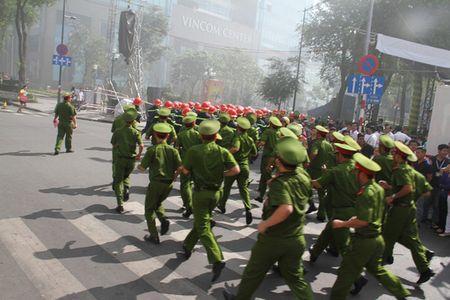Luc luong chua chay hung hau nhat xuat hien giua trung tam Sai Gon - Anh 3