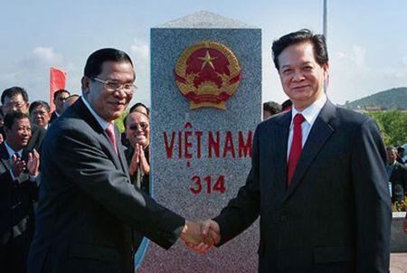 Khoi cong xay 2 cot moc bien gioi Viet Nam - Campuchia - Anh 1
