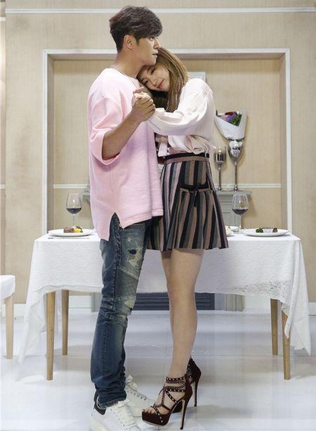 Sao Han 26/11: Suzy tinh tu voi my nam, Seol Hyun khoe eo goi cam - Anh 1