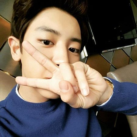 Sao Han 26/11: Suzy tinh tu voi my nam, Seol Hyun khoe eo goi cam - Anh 2