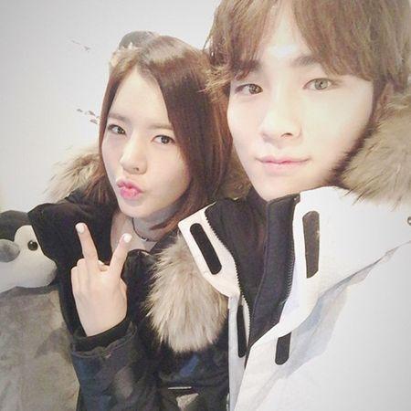 Sao Han 26/11: Suzy tinh tu voi my nam, Seol Hyun khoe eo goi cam - Anh 4