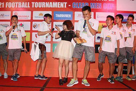Cong Phuong va U21 HAGL cover hit 'Vo nguoi ta' [VIDEO] - Anh 2