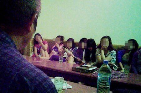 Dong mai dam Truc Xinh Xinh trong vo boc quan am thuc - Anh 4