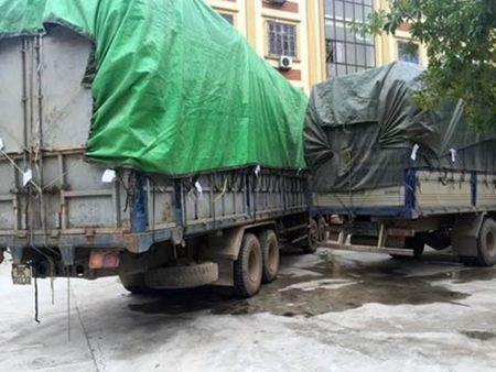 Phat hien 3 xe tai cho 100 tan hang hoa nghi van - Anh 1
