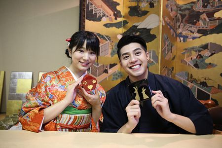 Noo Phuoc Thinh duoc co gai Nhat mac giup kimono - Anh 10