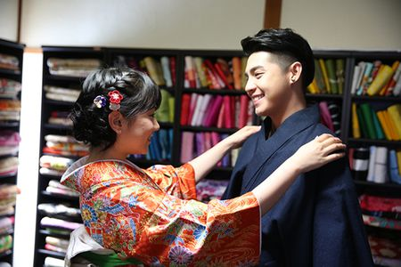 Noo Phuoc Thinh duoc co gai Nhat mac giup kimono - Anh 3