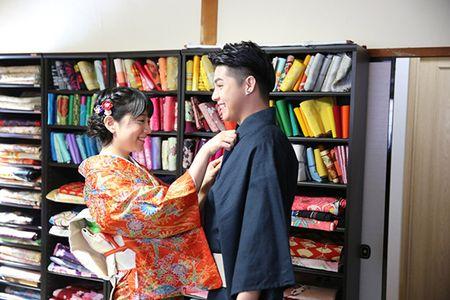 Noo Phuoc Thinh duoc co gai Nhat mac giup kimono - Anh 4