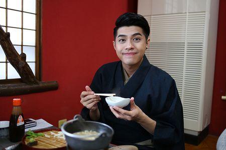 Noo Phuoc Thinh duoc co gai Nhat mac giup kimono - Anh 6