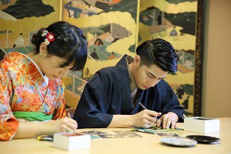 Noo Phuoc Thinh duoc co gai Nhat mac giup kimono - Anh 9