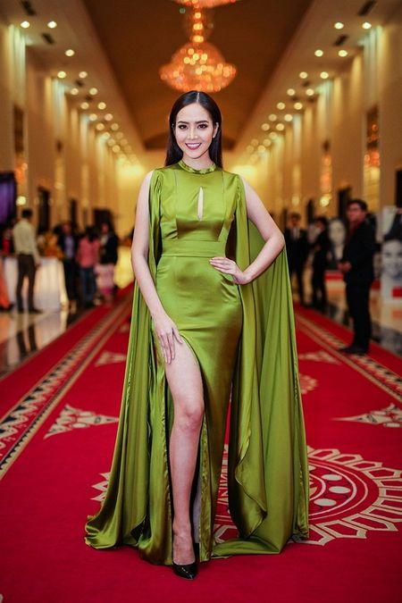 Pham Ngoc Quy tu tin toa sang ben Thanh Hang va dan my nhan dinh dam - Anh 1