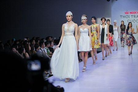 Pham Ngoc Quy tu tin toa sang ben Thanh Hang va dan my nhan dinh dam - Anh 5