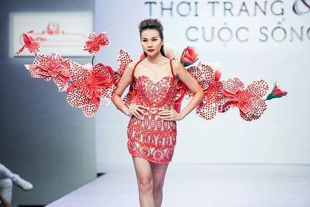 Pham Ngoc Quy tu tin toa sang ben Thanh Hang va dan my nhan dinh dam - Anh 6