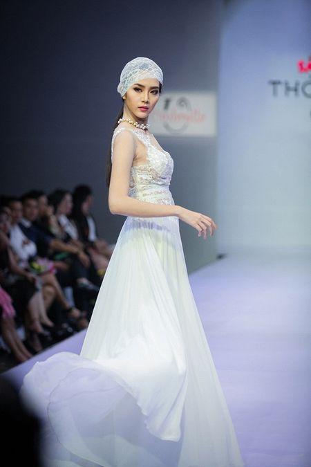 Pham Ngoc Quy tu tin toa sang ben Thanh Hang va dan my nhan dinh dam - Anh 8