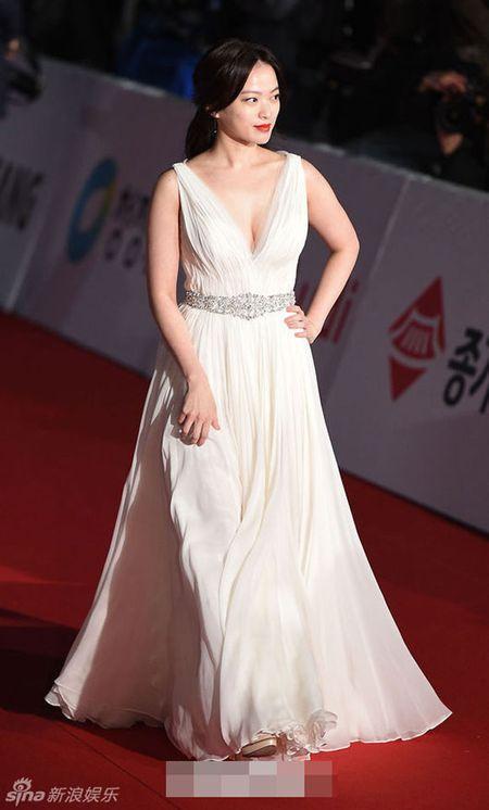 Kim Hye Soo tre trung 'vuot thoi gian' tren tham do Rong Xanh - Anh 10