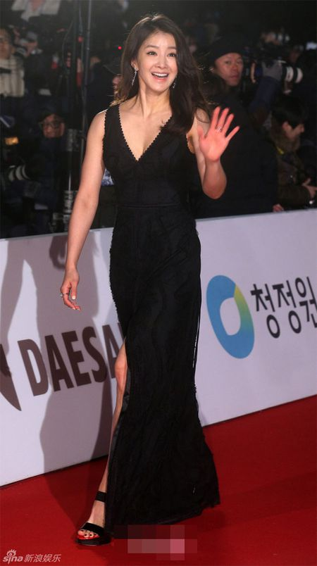 Kim Hye Soo tre trung 'vuot thoi gian' tren tham do Rong Xanh - Anh 11