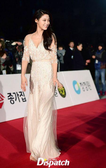 Kim Hye Soo tre trung 'vuot thoi gian' tren tham do Rong Xanh - Anh 15
