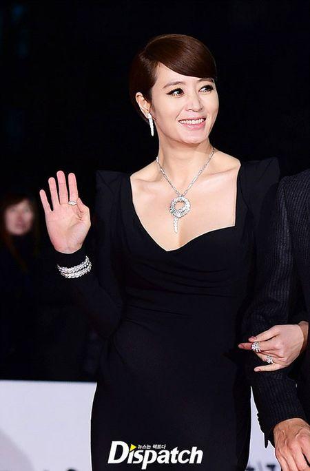 Kim Hye Soo tre trung 'vuot thoi gian' tren tham do Rong Xanh - Anh 1