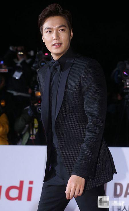 Kim Hye Soo tre trung 'vuot thoi gian' tren tham do Rong Xanh - Anh 6