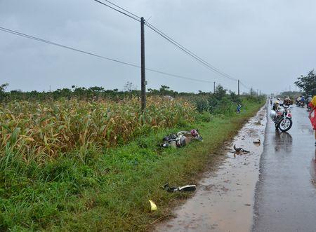 Thai phu gan sinh bi taxi dam tu vong - Anh 1