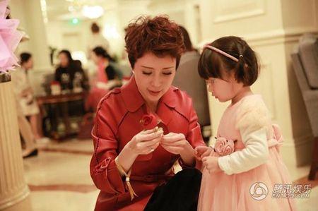 My nhan 'Tay Du Ky' lo dien cung chong dai gia - Anh 2