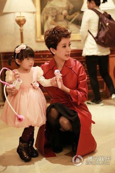 My nhan 'Tay Du Ky' lo dien cung chong dai gia - Anh 3