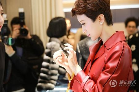 My nhan 'Tay Du Ky' lo dien cung chong dai gia - Anh 7