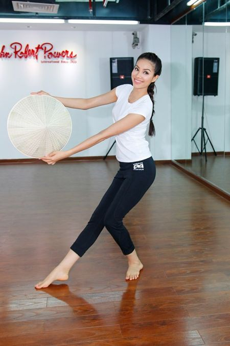 Pham Huong san sang toi 'dau truong' Miss Universe - Anh 7