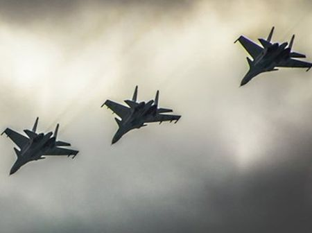 Nga doi bom lien tiep vao khu vuc gan noi may bay Su-24 roi - Anh 1