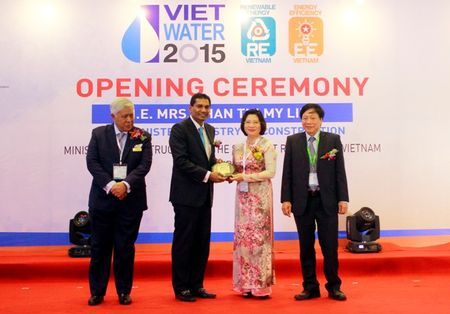 Thu truong Phan Thi My Linh du khai mac Trien lam VIETWATER 2015 - Anh 2