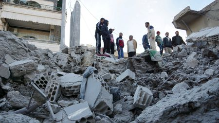 Vu khi Nga duoc dua den Syria nhu the nao? - Anh 2